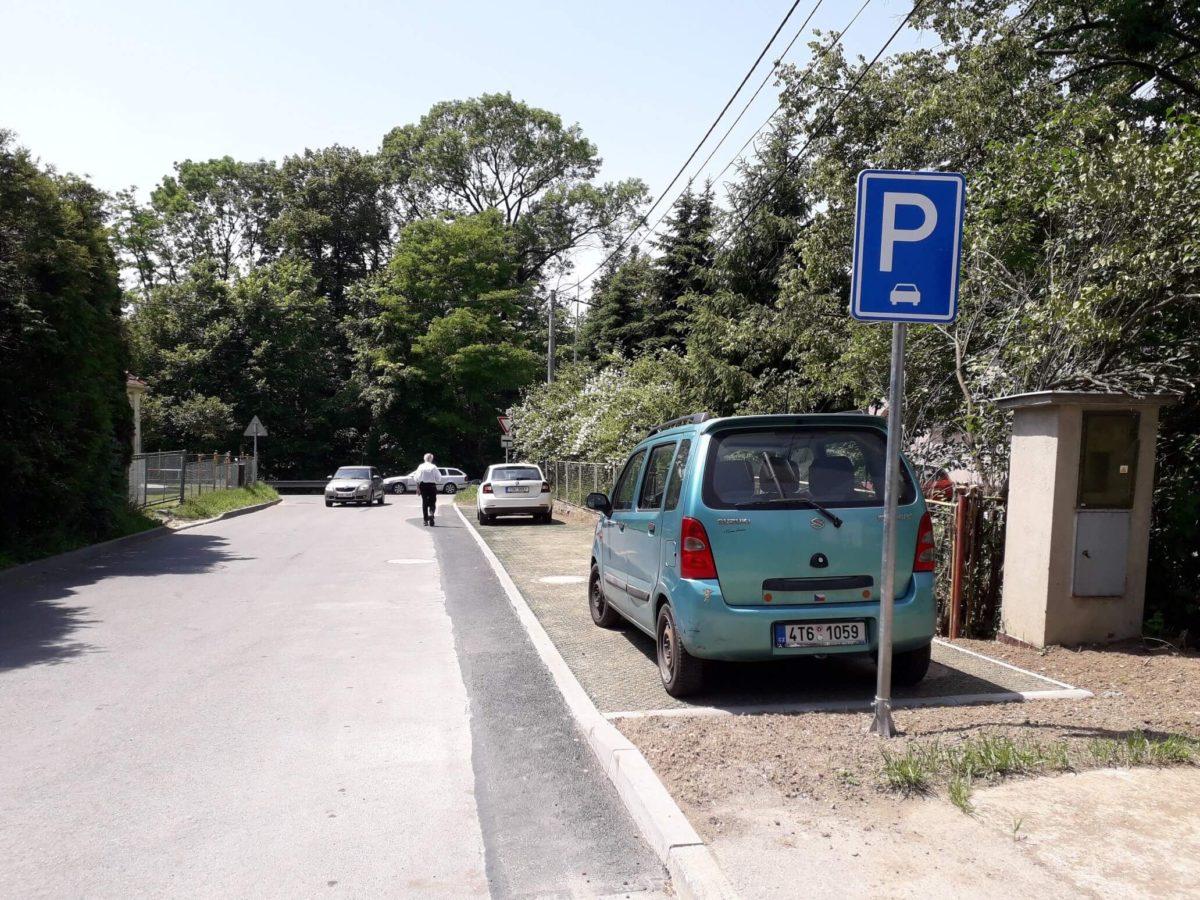 Podélná parkovací stání uMŠ Beskydská vŽilině uNového Jičína